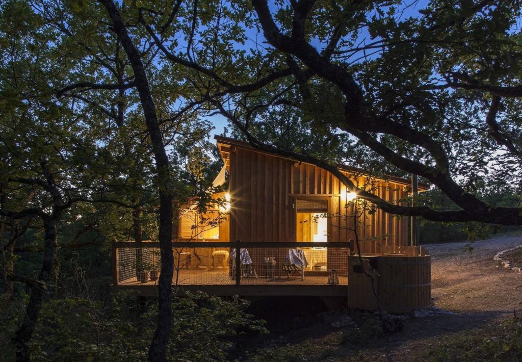 10 spectacular treehouse escapes to find solace in Pella Roca Cabana Tarn et Garonne France