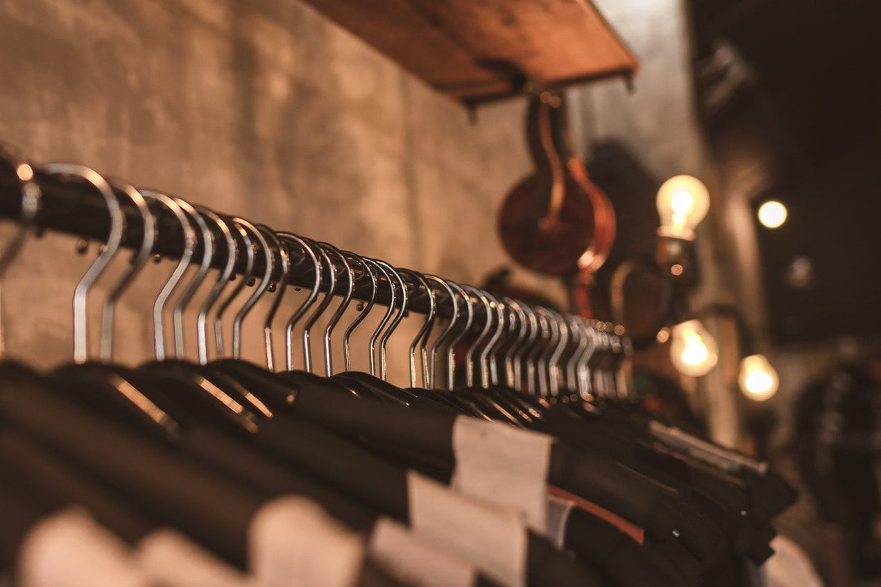 Sustainable fashion for September: from secondhand shopping to eco catwalks Fast Forward 2030