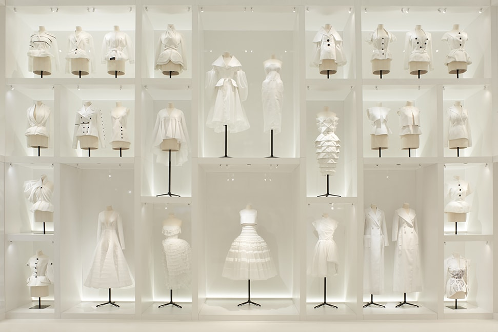 Soak up the glamour of the 'Christian Dior: Designer of Dreams' exhibition with a new virtual tour CHRISTIAN DIOR DESIGNER OF DREAMS SCENOGRAPHY 6 ©Adrien Dirand