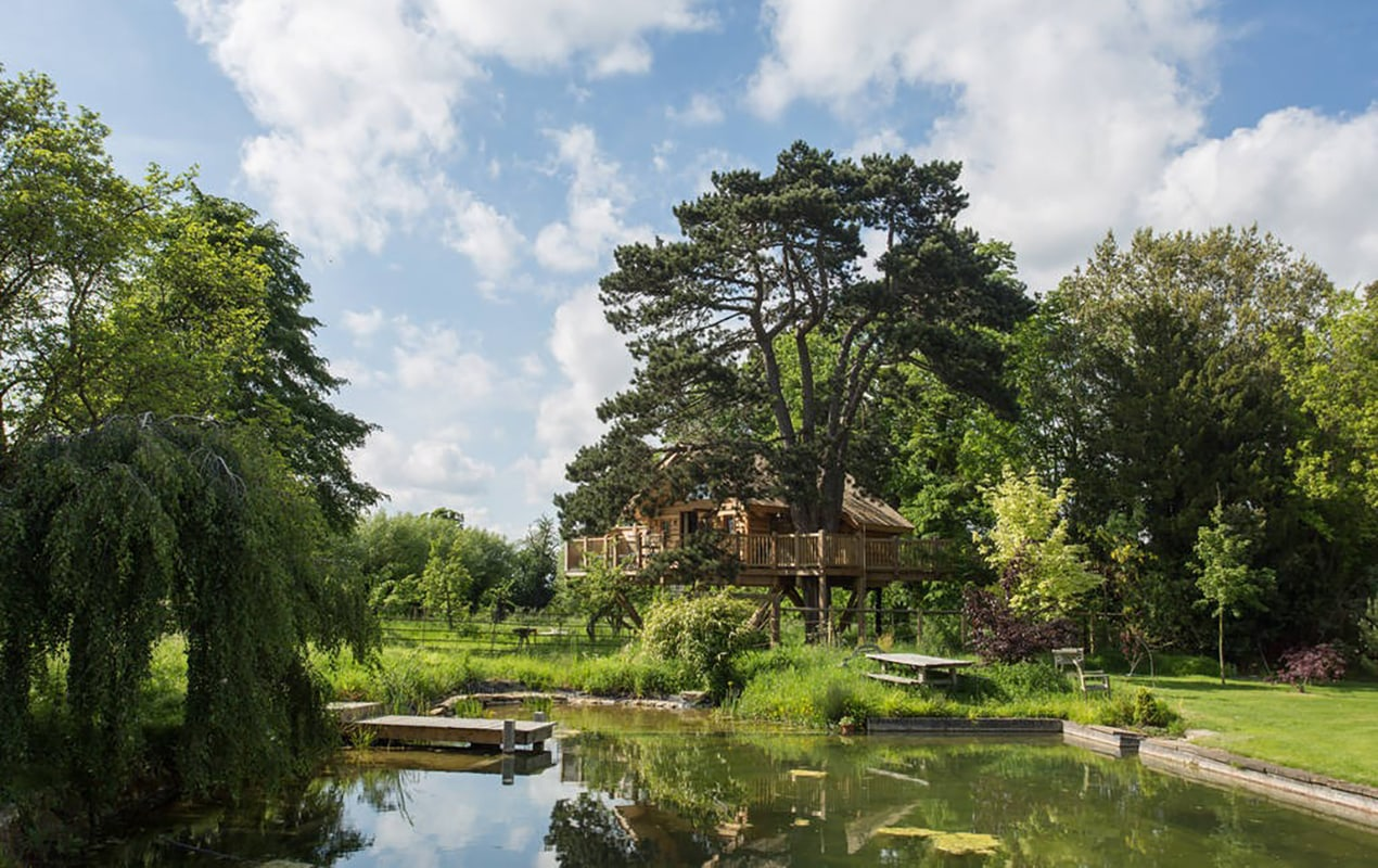 8 spectacular luxury treehouses across the UK to escape to orchard treehouse 1270x800 1